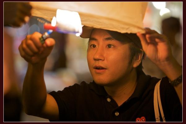 Запуск фонарика на Лой Кратхонг