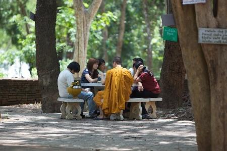 Монах на встрече с посетителями