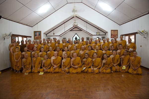 Общий снимок монахов в храме Wat Umong
